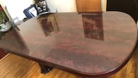 Dining room table Clinton, 20735