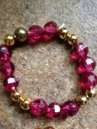 red and pink beaded bracelet London, N5Y 1V4