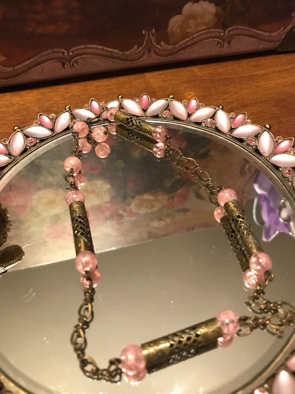 Pretty !  Vintage Brass Gold Choker Necklace with pink beaded Stones 7d09c9b8-5fcb-4181-95cf-c28e7f5d5aa9