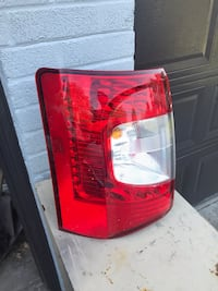 (2011-2013) Chrysler Town and Country left tail light  Mississauga