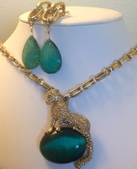 Stunningly Beautiful Marciano Jewelry Set ! Edmonton, T5T 0R8