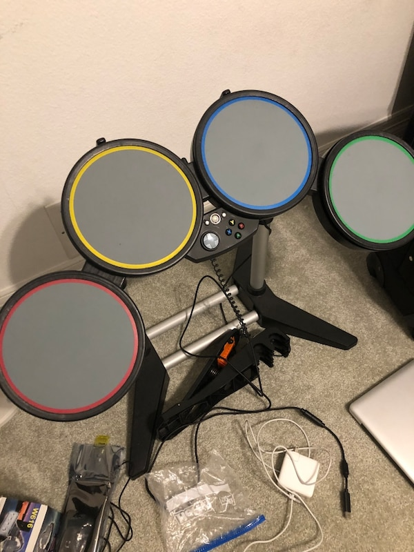 Xbox rockband equipment drums and guitar 4d2574da-dee6-4c3b-a48e-4047033ffd3f