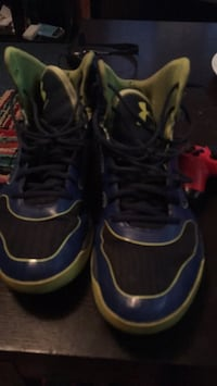 pair of blue-and-black basketball shoes Halifax, B3M