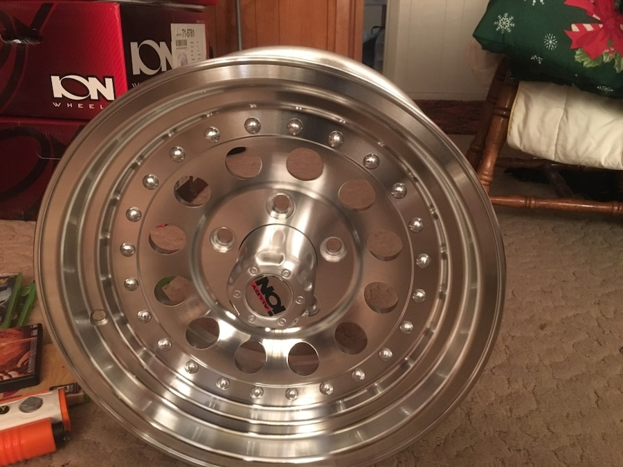 Photo Ion bulit hole raceing rims never used oringal price was 500 need gone