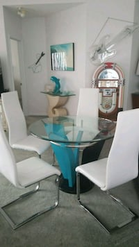Table with 4 chairs  wow love the colors Largo, 33774