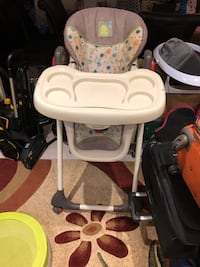 Baby trend high chair Whitby, L1M 0B8