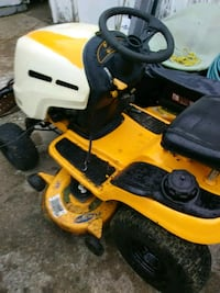 yellow and black ride on mower Kirkersville, 43033