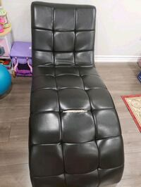 Curved black leather chair Hamilton, L0R 1P0