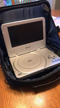 Portable DVD player with screen