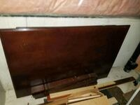 Wooden table in working condition  Mississauga, L5W 1L9