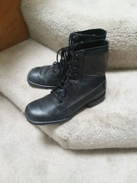 pair of black leather boots Temecula, 92591