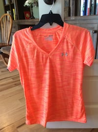Under Armour womens M Shirt New Heat gear semi fitted Gurley, 35761