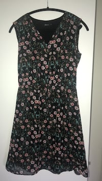 Black and red floral sleeveless dress -size S Montréal, H4G 3J1