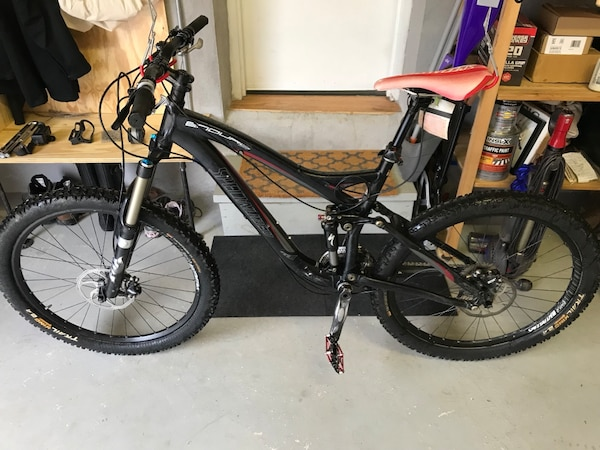 2009 Specialized Enduro Comp SL Dropper seat, new pedals, fresh brake pads,  great riding bike
