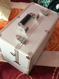 Silver Make up box and you can lock it 503 mi