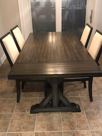 Dining Table and Chairs Brampton, L6P 1W4