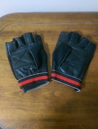 Leather padded workout gloves.  London, N6E 2S4
