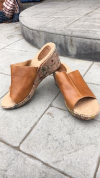 women's pair of brown wedges Modesto, 95355