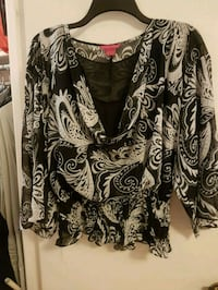 black and white floral scoop-neck long sleeve shirt 552 km