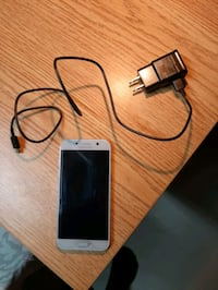 Samsung Galaxy A5 White with USB-C charger Toronto, M9V 1K4