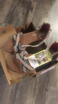 Pair of brown toms leather open-toe sandals with box, Brand new little girl size y3