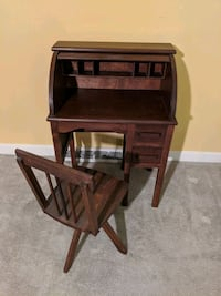 Antique child's desk and chair Clemmons, 27012