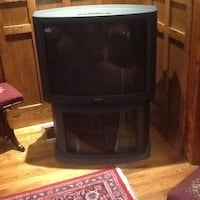 Sony tv with stand excellent condition Toronto, M6E 1Y2