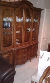 Brown wooden china buffet hutch Vaughan, L4K