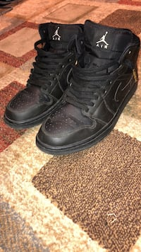 Pair of black leather high-top sneakers Clarington