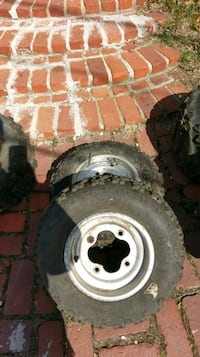 Old and cracked Yamaha atv rims and tires Saint Clair, 17970