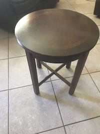 round black wooden side table Tulare, 93274