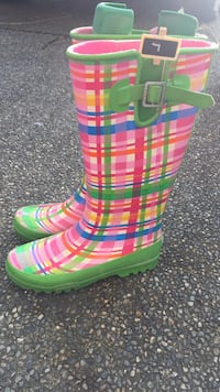 pair of green-and-pink stripe rain boots Port Coquitlam, V3B 3R7