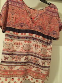 Ladies coral outfit blouse and shorts  Powell, 37849