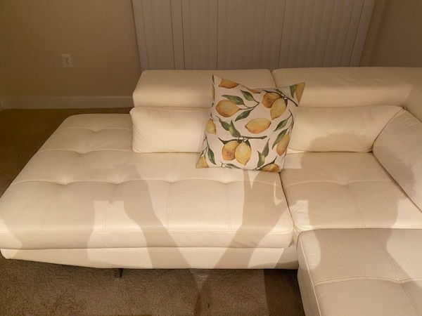 White Leather Sectional e9d18902-c3f1-4277-a405-5ab87adf0dd0