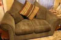 Barely used couch and Loveseat set. Mobile, 36606