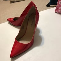 pair of red pointed-toe heeled shoes Edinburg, 78539
