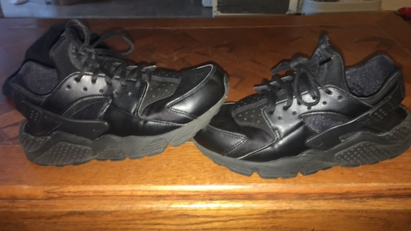 bedb435a7b741 Used Black huaraches for sale in Huber Heights - letgo