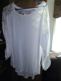 White dress blouse. Ex large Fredericksburg, 22407