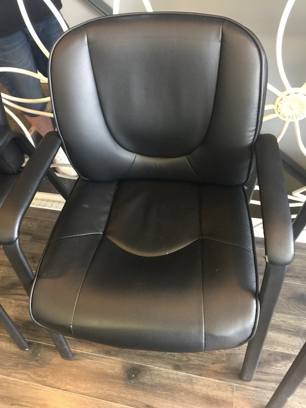 4 black chairs $50 for all 1f3a7406-5dda-4c28-bd1d-9362328df7e1