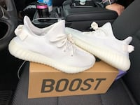 pair of white Adidas Yeezy Boost 350 with box Covington, 70433