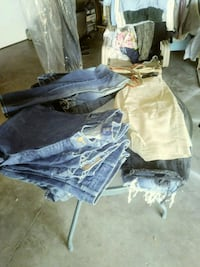 blue and white denim jeans Bakersfield, 93309