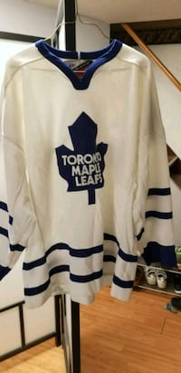 white and blue Toronto Maple Leafs hockey jersey Mississauga, L4X 1N9