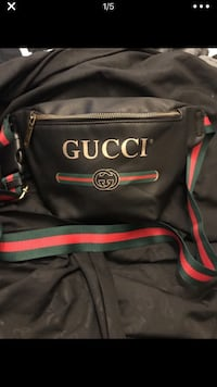 Gucci leather fanny pack 2063 mi