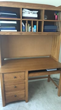 Brown wooden single pedestal desk Mc Lean, 22102