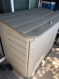 Rubbermaid 2 ft. 3 in. x 4 ft. 6 in. Horizontal Resin Storage Shed Anaheim