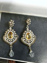 pair of gold-colored earrings Mississauga, L4W 1S9
