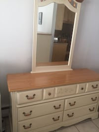 Long dresser with mirror in excellent condition  Avenel, 07001