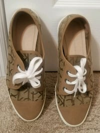 pair of brown leather sandals Size 8 833 mi