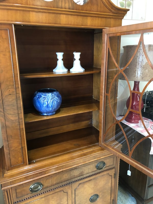 Vintage wood china cabinet really nice  9c3a200c-d47f-4637-8ccf-7fd597524f93