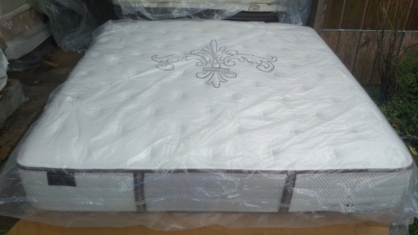 Stearns And Foster King Size Mattress And Box Springs Usagé à Vendre